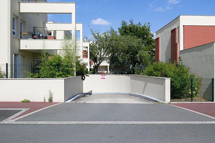 Parking Rue Henri de Toulouse Lautrec - Guyancourt garage