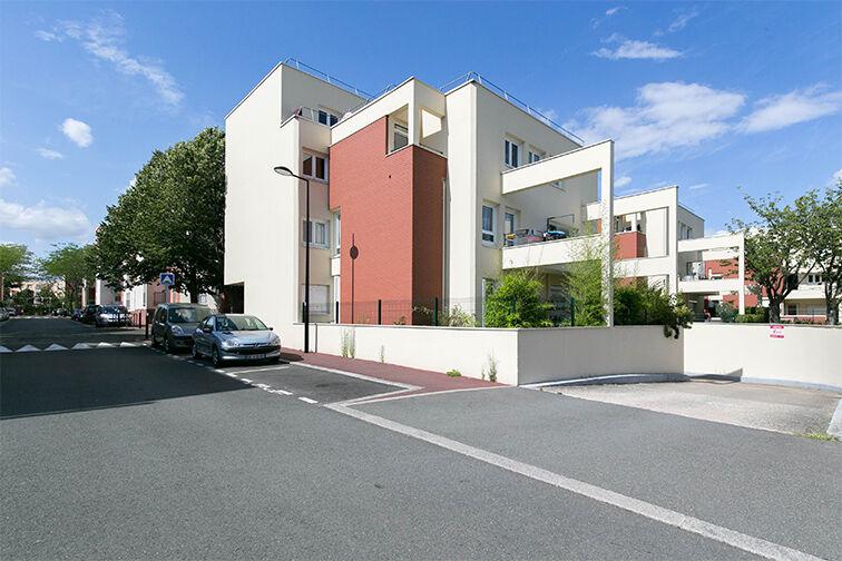 Parking Rue Henri de Toulouse Lautrec - Guyancourt 24/24 7/7