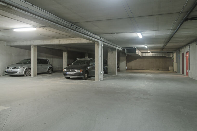 Parking Avenue Roger Salengro - Chaville location