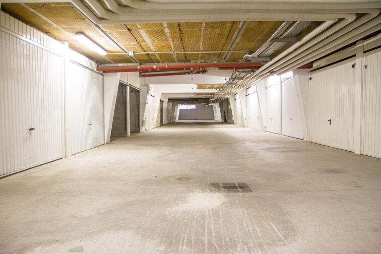 Parking Centre commercial Grand Vitrolles souterrain