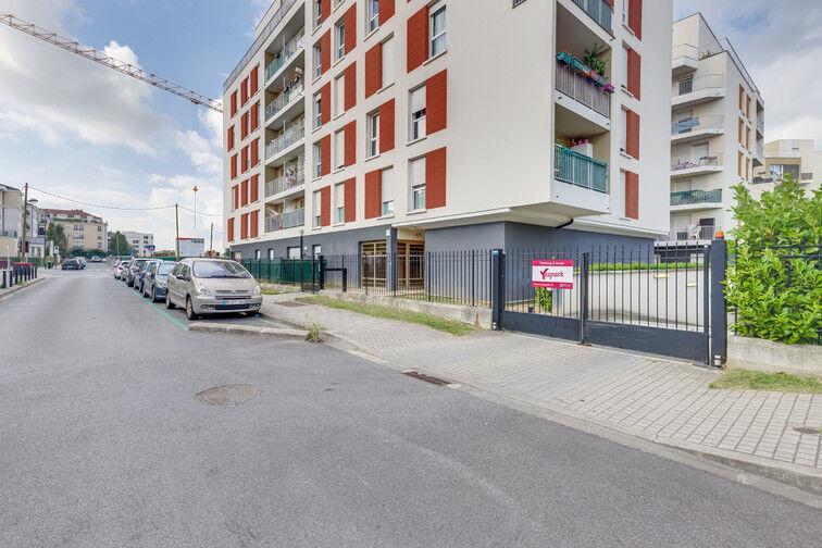 Parking Lycée Maurice Rondeau - Bussy-Saint-Georges sécurisé