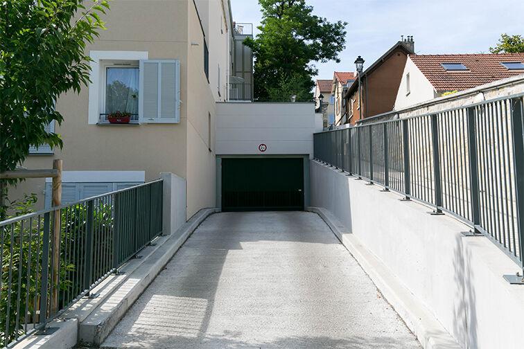Parking Gare de Maisons Laffitte - Rue du Mesnil - Maisons-Laffitte à louer