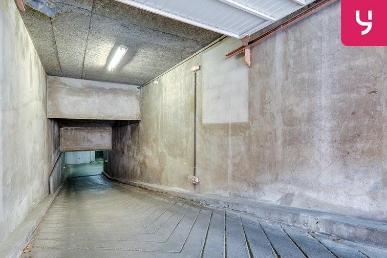 Parking Rochecardon - Industrie - Lyon 9 (place double) 24/24 7/7