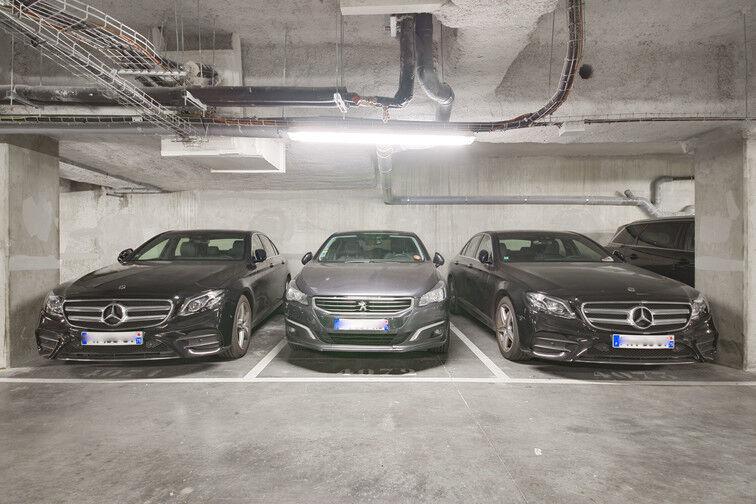 Parking Stade Racine - Rue Villeneuve - Clichy sécurisé