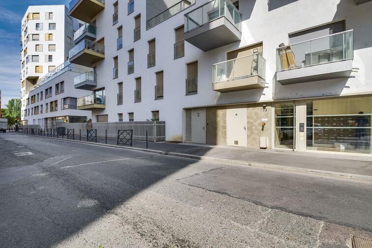 Parking Stade Racine - Rue Villeneuve - Clichy 24/24 7/7