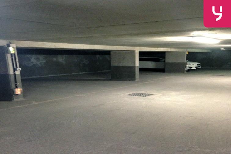 location parking Brochant