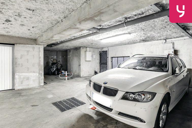 Parking Centre commercial - Pontault-Combault (place moto) sécurisé