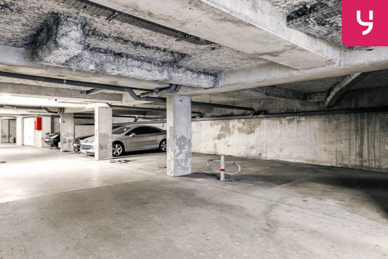 Parking Centre commercial - Pontault-Combault (place moto) 24/24 7/7