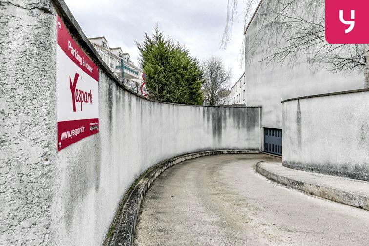 Parking Centre commercial - Pontault-Combault (place moto) Pontault-Combault
