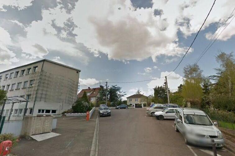 location parking Collège Denfert-Rochereau Douaumont - Auxerre - (box)