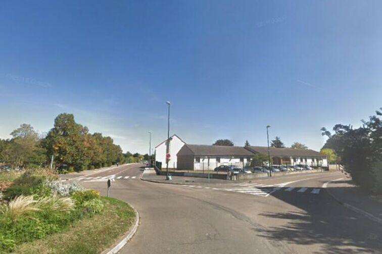 Parking Stade Claude Pitou - Saint-Sauveur - Sens - (box) gardien