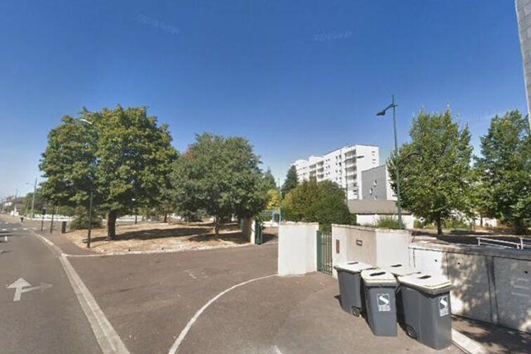 Parking École Élementaire - 18 Juin 1940 - Sens - (box) à louer