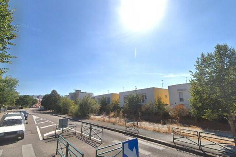 Parking École Élementaire - 18 Juin 1940 - Sens - (box) 89100