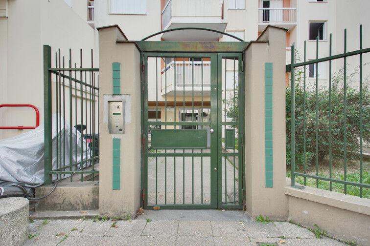 Parking Rue de Moscou - Métro Hoche - Pantin location