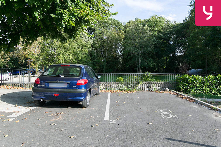 Parking Gare de Maisons Laffitte - Rue du Mesnil - Maisons-Laffitte (aérien) pas cher