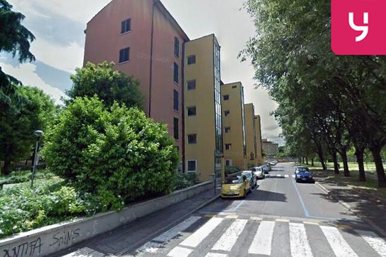 Via Vezza, Bologna dove si trova l'entrata auto