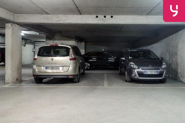 Parking Avenue Roger Salengro - Chaville (place double) garage
