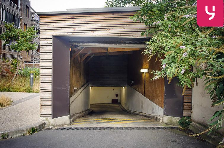 Parking Cité scolaire Henri Wallon - Aubervilliers (place moto) 24/24 7/7