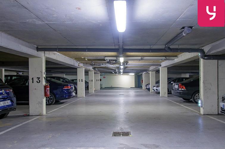 Parking Église Saint-Antoine de Padoue - Rue de Versailles - Le Chesnay (place double) garage