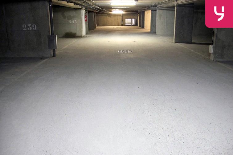 location parking Laumière