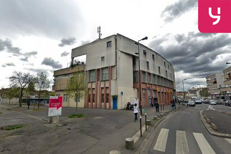 Parking Gare de Stains-Cerisaie location