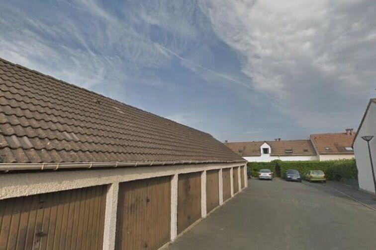 Parking Centre Municipal de Loisirs Jacques Tati - Maurice Carrard - Achères (box) gardien