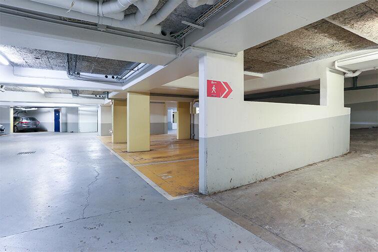 Parking Arrêt La Ferme - avenue Jean Jaurès - Bobigny garage