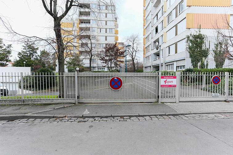 Parking Arrêt La Ferme - avenue Jean Jaurès - Bobigny 24/24 7/7