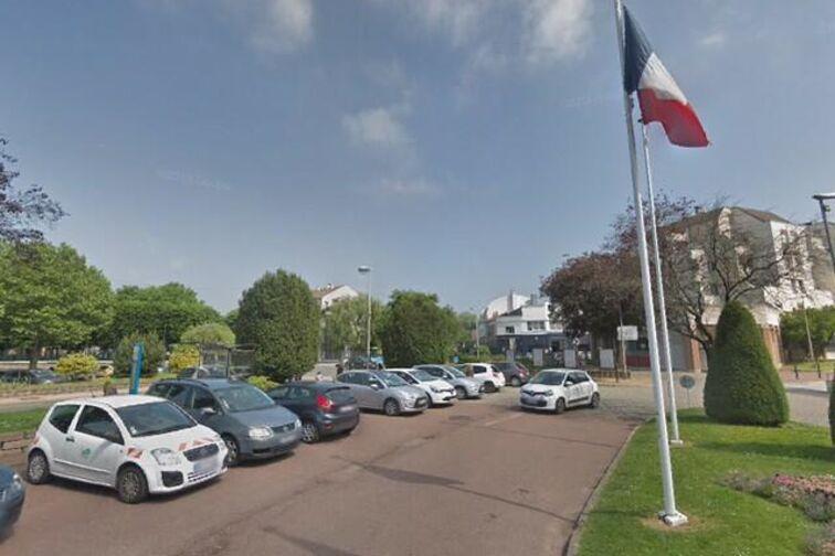 Location parking Mairie d'Eaubonne - Croix Samson sente perrott - Eaubonne