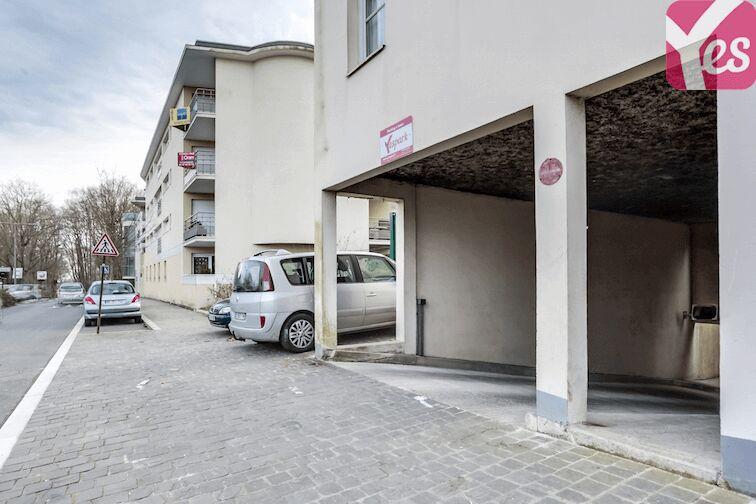 La porte voiture se situe au 353 avenue Jean Jaurès