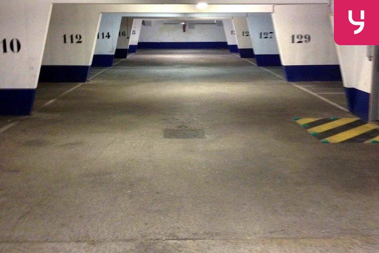 location parking Porte de Clignancourt - Joliot Curie