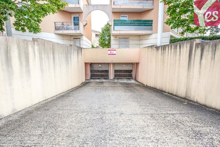 Parking Mairie de Chassieu en location