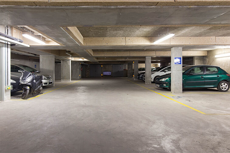 Parking La Chapelle - Square garage