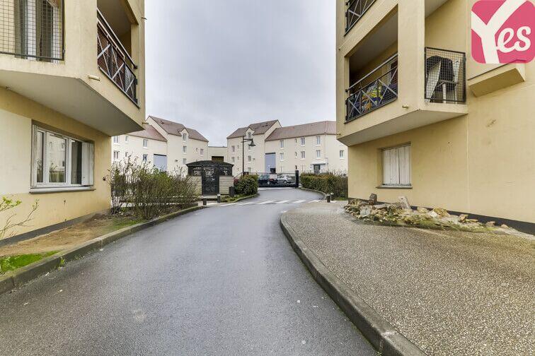 Parking Clos de l'Érable - Saint-Thibault-des-Vignes gardien