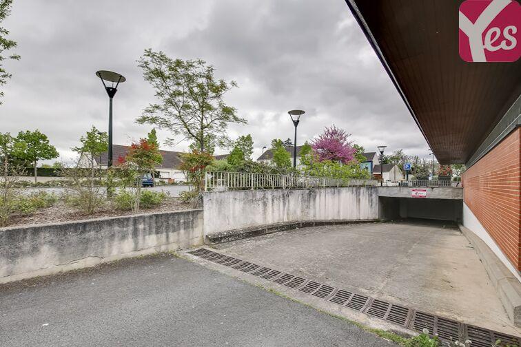 Parking Mairie d'Olivet en location