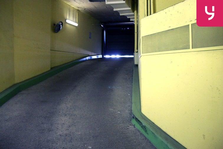 Parking Saint-Ouen - RER caméra
