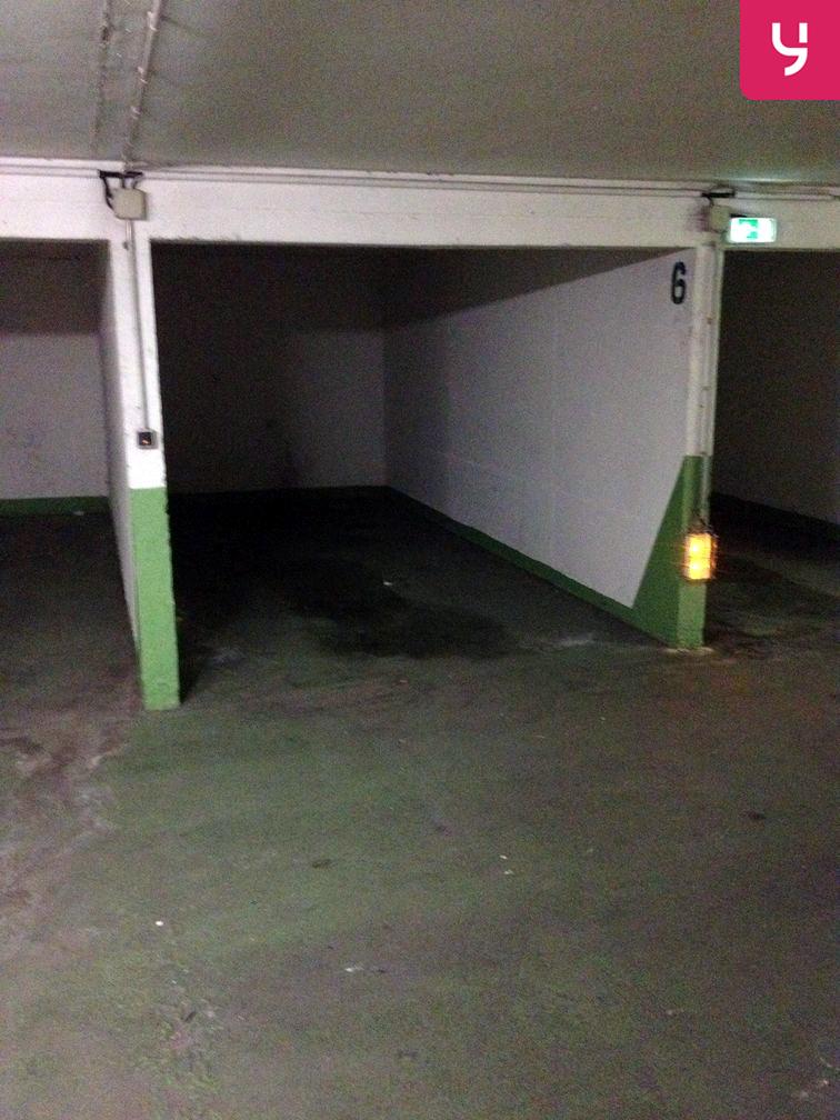 Parking Corentin Cariou garage