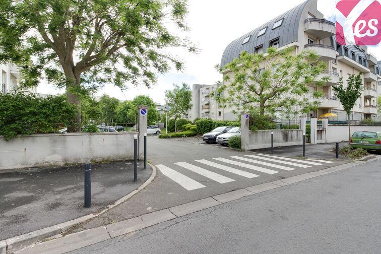 Parking Eglise Cergy - Le Haut 4 rue des Astres Beiges