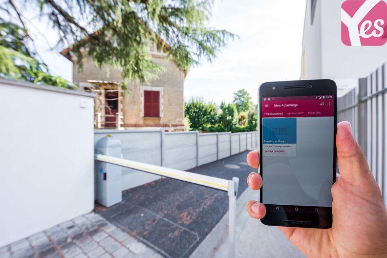 Rendez-vous directement sur votre application Yespark pour avoir accès à votre télécommande et ouvrir la porte de votre parking ;)