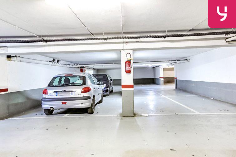 Le parking est propre et lumineux
