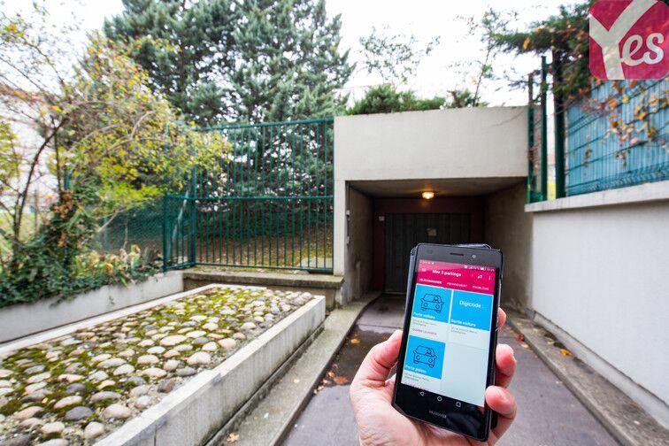 Ouvrez directement la porte de votre parking grâce à la télécommande que vous trouverez sur votre application Yespark ;)