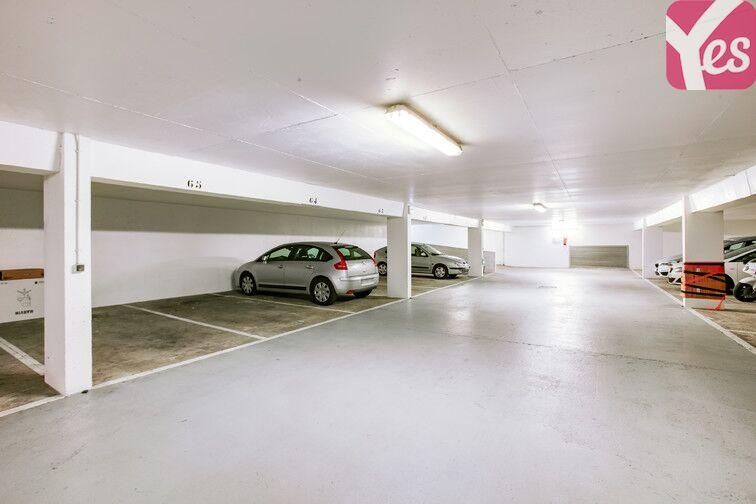 Parking Le Pas du Lac - Montigny-le-Bretonneux location