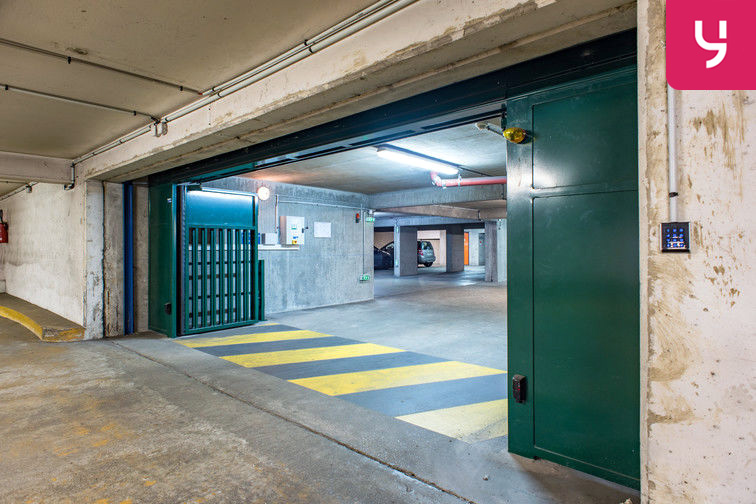 Parking Colonel Fabien - Quai de Jemmapes (place double) gardien