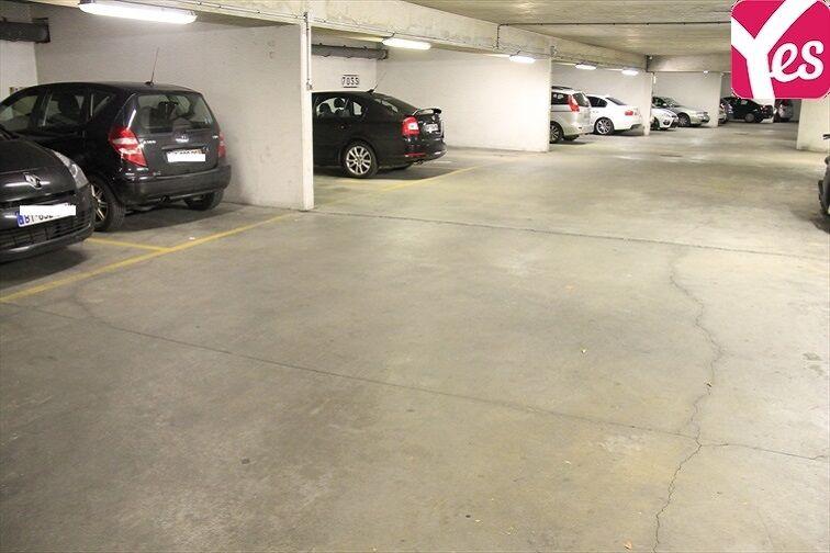 Parking très propre, et bien éclairé.